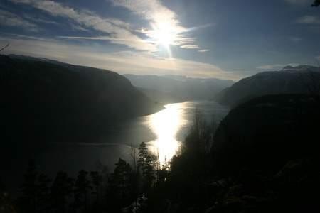 Osafjorden i låg vintersol